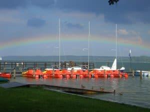 Wassersportaktivitäten und Bootsvermietung Surf & Fun