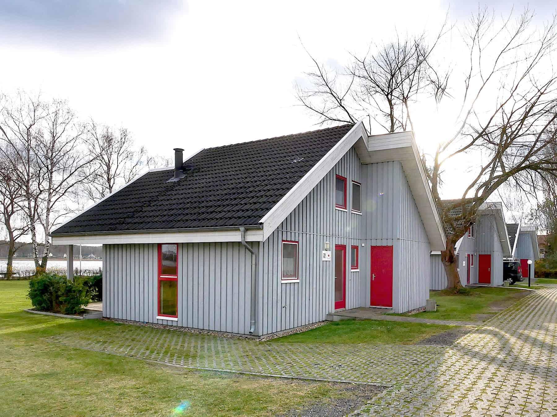 Ferienhaus Seeperle XL 1. Reihe zum See mit Whirlpool in Wendisch Rietz