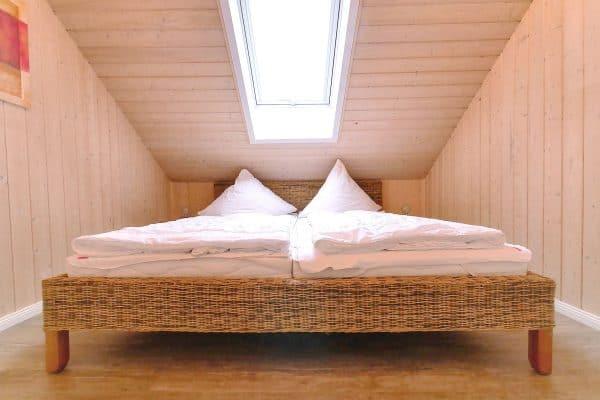 helles Schlafzimmer im Ferienhaus Seestern / Seerose in Nähe Bad Saarow am Scharmützelsee